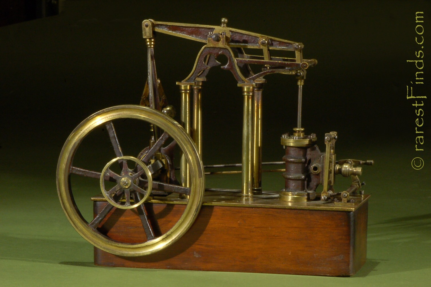 James_Watt_ca_1820_steam-engine_featuring_four_columns_rotative_vertical_beam_design_centrifugal_governor_low_pressure_single_double_acting_cylinder_Watt's_Parallel_Motion